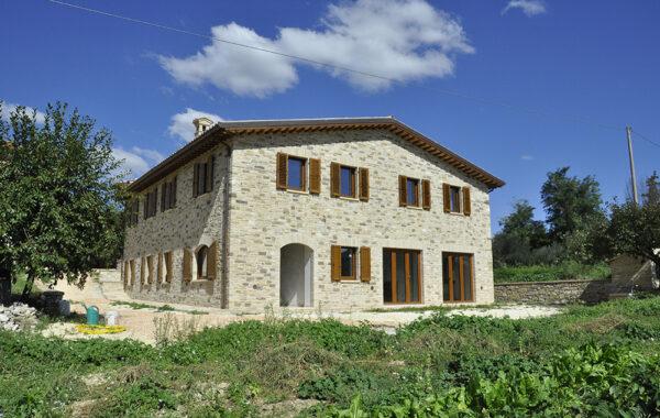 Villa Di Nuova Costruzione In Pietra